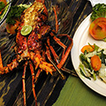 indonésie: Lobster was huge, with antennae not fitting the table. We drinked fresh mango juice, watched sea just across street... very relaxing. First day at sea as it should be. Kerti Inn, Padang Bai.