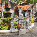 indonésie: Only buddhist temple on Bali has magnificent fron garden.