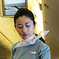 indonésie: Did I mention that Korean Air stewardesses are pretty? They wear elegant dress in company colors and ribbon in hair, that reminds me freedom of flying...